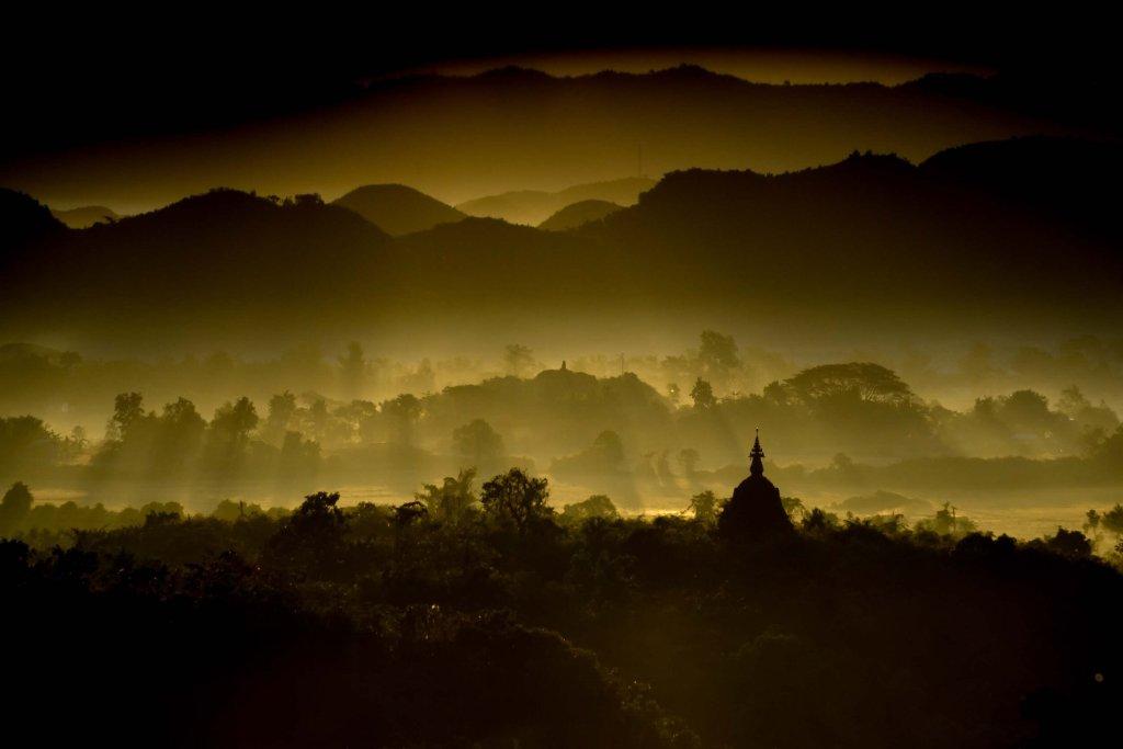 MYANMAR - MRAUKU - SUNRISE PAGODA - Credit Stéphane Ferrer