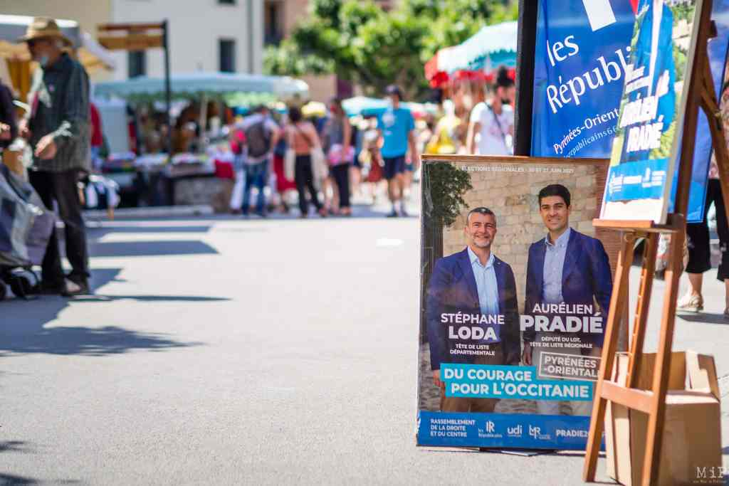 France, Prades, 2021-06-15. The right political party Les Republicains (LR) is tracting for Aurelien Pradie on the market in Prades, former stronghold of Jean Castex. Photograph by Arnaud Le Vu / Hans Lucas.  France, Prades, 2021-06-15. Le parti Les Republicains tracte pour Aurelien Pradie sur le marche de Prades, ancien fief de Jean Castex. Photographie de Arnaud Le Vu / Hans Lucas.