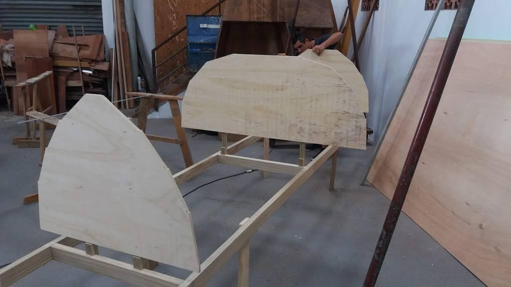 lixando as balisas da baleeira