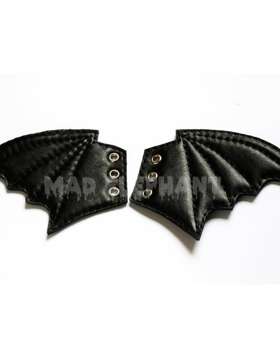 shoe wings bat