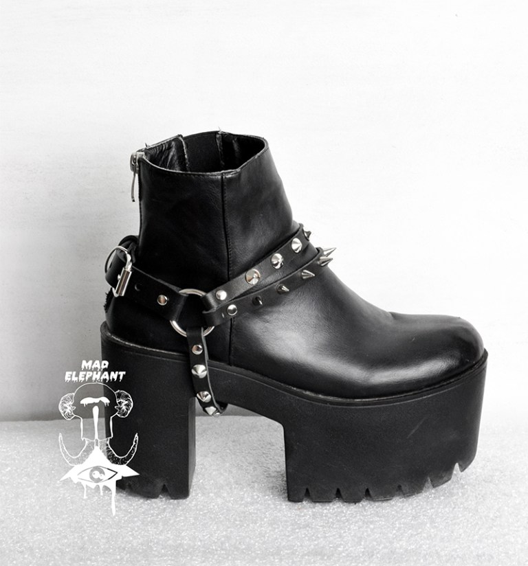 spiked boot chains