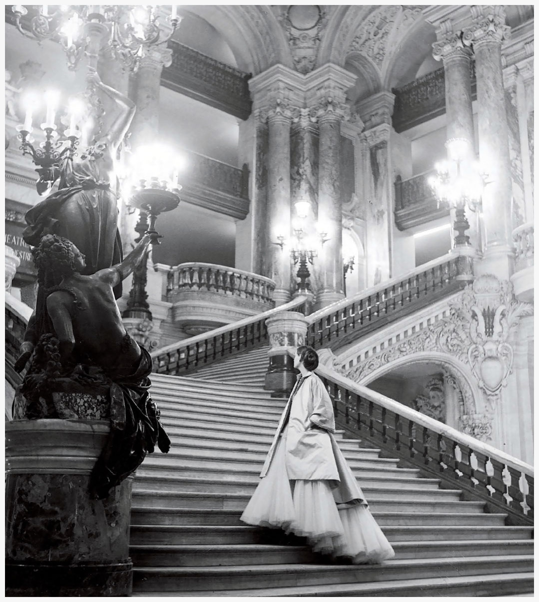 Keats diors-tulle-ballgown-on-the-grand-staircase-at-the-paris-opera-photo-clifford-coffin-1948
