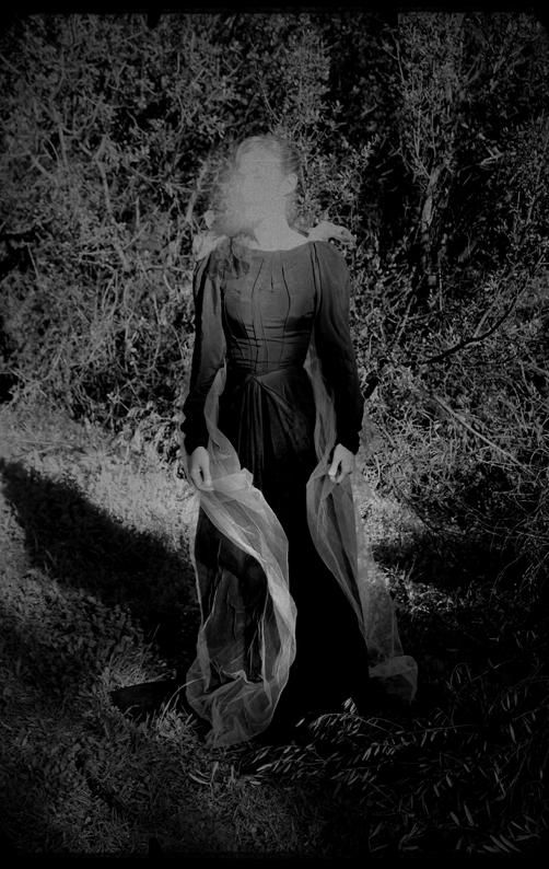 unsettling Caroline Hanny photography