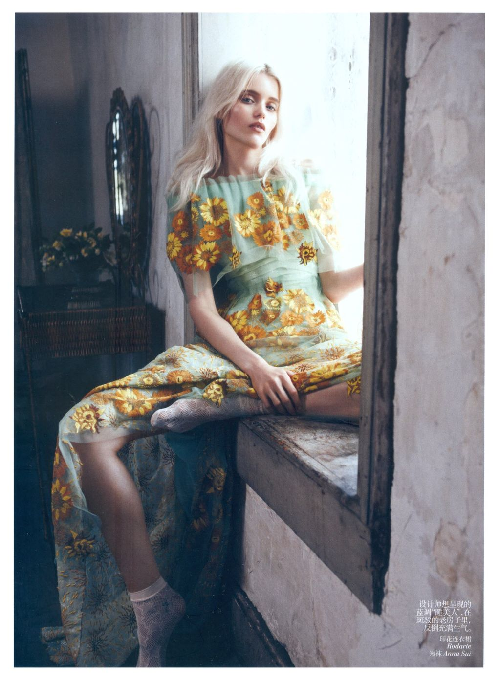 windowsill Abbey-Lee-Kershaw-for-Vogue-China-May-2012-2