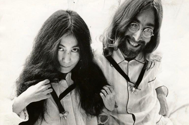 Cor-Jaring-Yoko-Ono-en-John-Lennon-in-het-Hilton-Hotel-Amsterdam-maart-1969-Nationaal-Arch-e1535981544494-1280x848.jpg