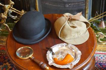Sherlock's hat and pipe