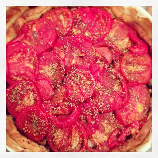 Tarte tomates oignons tapenade
