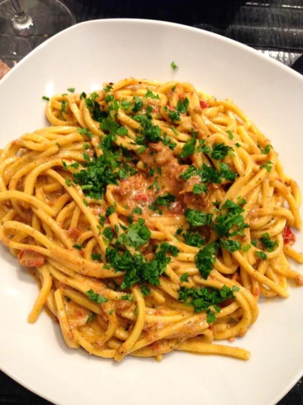 Spaghettis au pesto rouge
