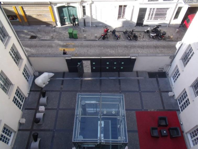 Cour et réception Kube Hotel