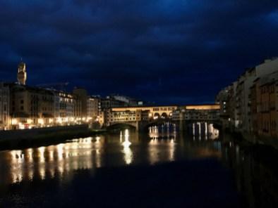 Ponte Vecchio de nuit depuis Ponte Santa Trinita