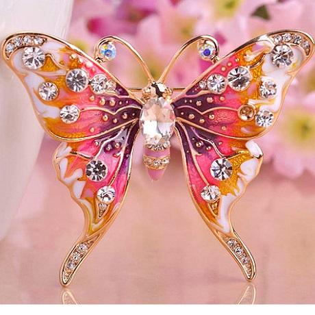 Брошь в виде бабочки