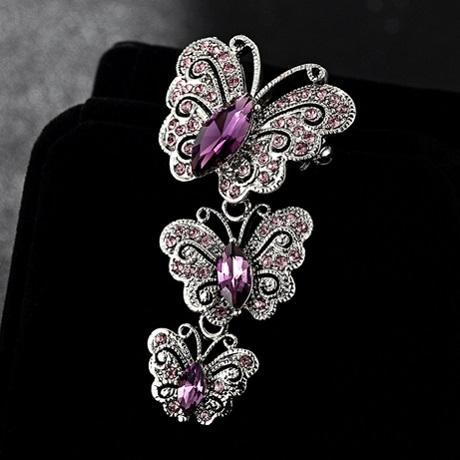 Брошь бабочки с сиреневыми кристаллами