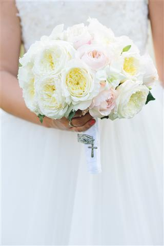 Brautstrass alte Rosen englische Rosen Orchideen weiss rosa