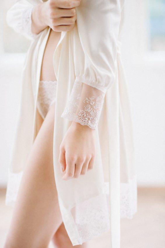 SinaFischerDesign_BridalRobes2018_Satin_vanille_detail_web_AlexandraStehlePhotography_19