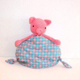 Mademoiselle cochonnette, doudou cochon pour bébé au crochet