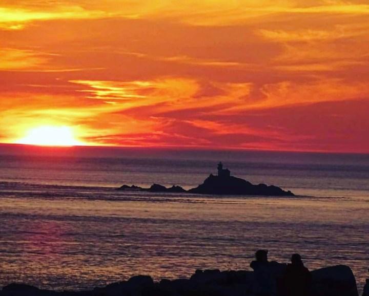 Finistère Bretagna: La Pointe du Raz in mare al tramonto