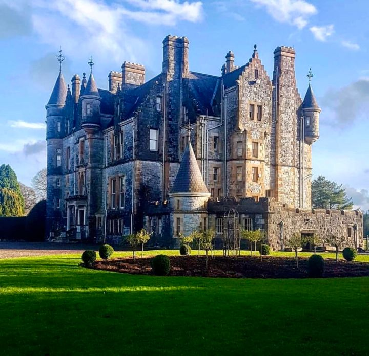 Castelli d'Irlanda: Blarney Castle immagine laterale dal giardino