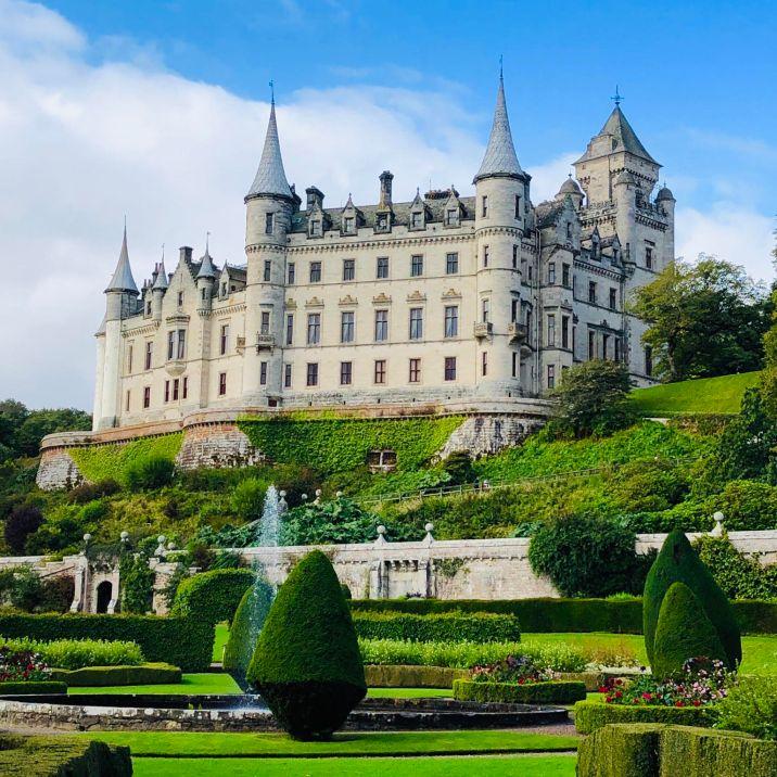 Castelli Scozzesi: Dunrobin Castle visto dai meravigliosi giardini