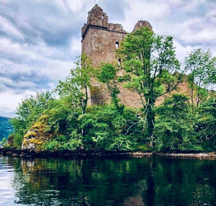 Loch Ness e Urquhart Castle, il castello visto dal Loch Ness