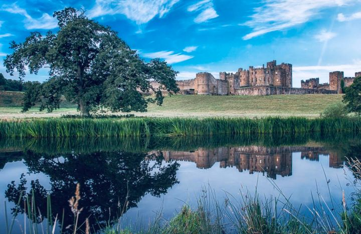 Alnwick Castle, Castelli inglesi