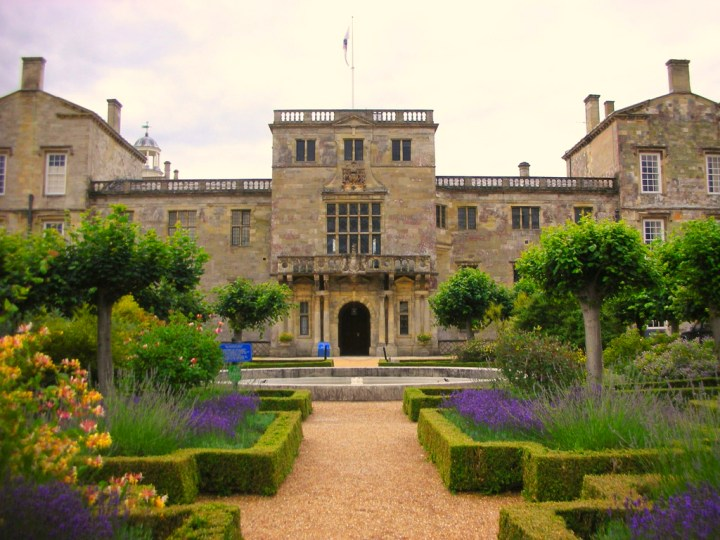Location di the Crown: Wilton House