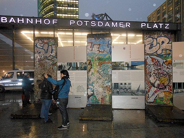 Un morceau de mur subsiste sur la Postdamer Platz