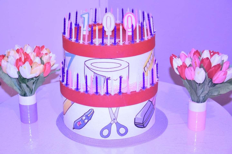 Gâteau d'anniversaire en carton
