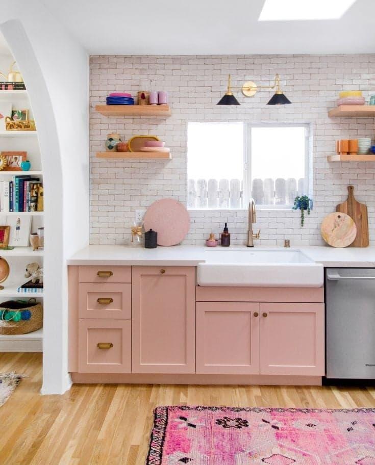 Décorer une petite cuisine rose