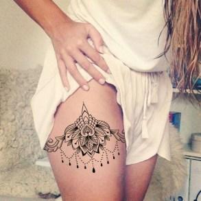Idées tatouage cuisse femme fleur mandala