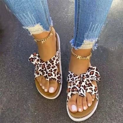 Sandales léopard plates été 2021