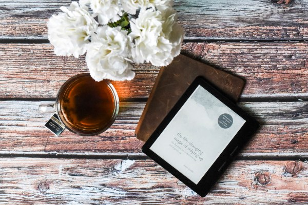 The Life-Changing Magic of Tidying Up by Marie Kondō on Kindle Voyage | madeofmint.net
