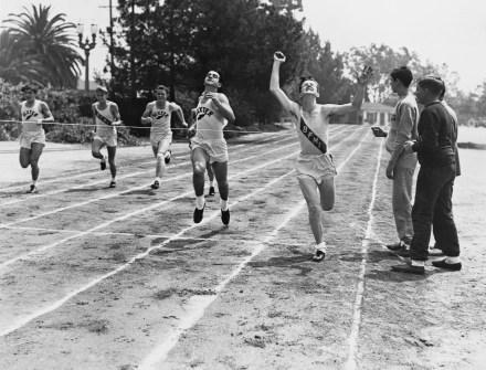 Vintage runners in race