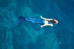 Meerjungfrau - schwimmt nach rechts