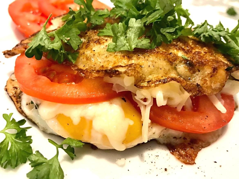 Sund og mættende spejlæg sandwich