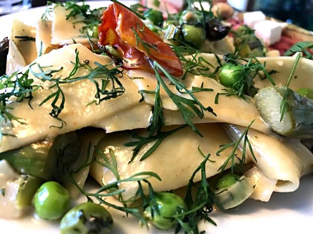 Hjemmelavet frisk pasta med sommerens dejlige råvarer