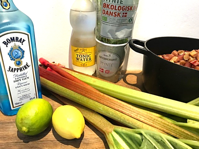 Gin og tonic vandis med rabarbersirup