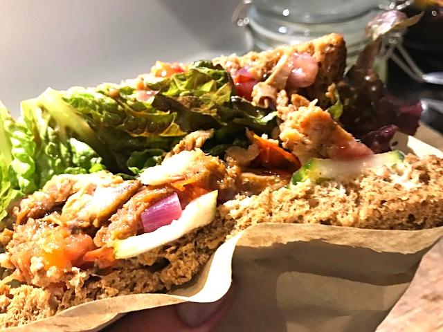 Pulled pork sandwich perfekt til picnic og madpakker