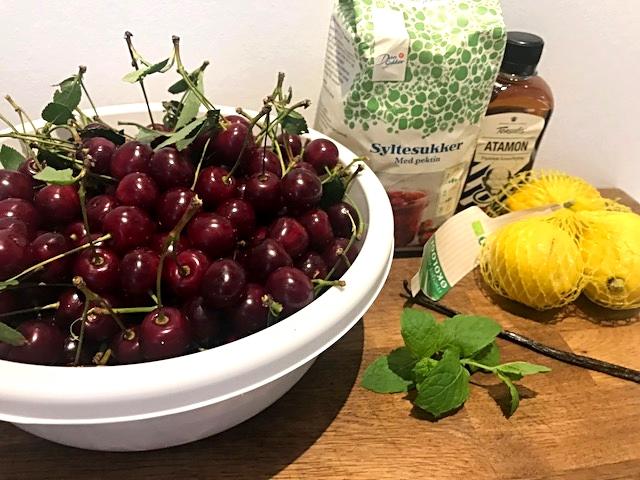 Syltede kirsebær til desserter, kager og ris ala mande
