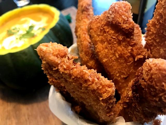 Sund asiatisk squashsuppe med sprøde panko kyllingesticks