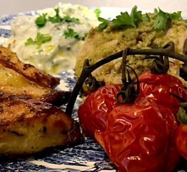 Helstegt græsk kylling med oliventapenade