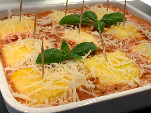 Fyldte squashpakker i tomatsauce