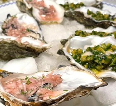 Marinerede østers som delikat forret