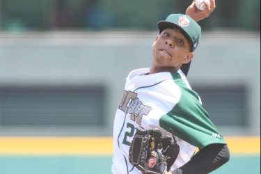 Padres prospect Luis Patino pitches for Fort Wayne TinCaps
