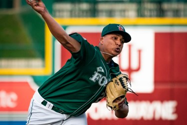 Padres prospect Efraín Contreras pitches for Fort Wayne TinCaps