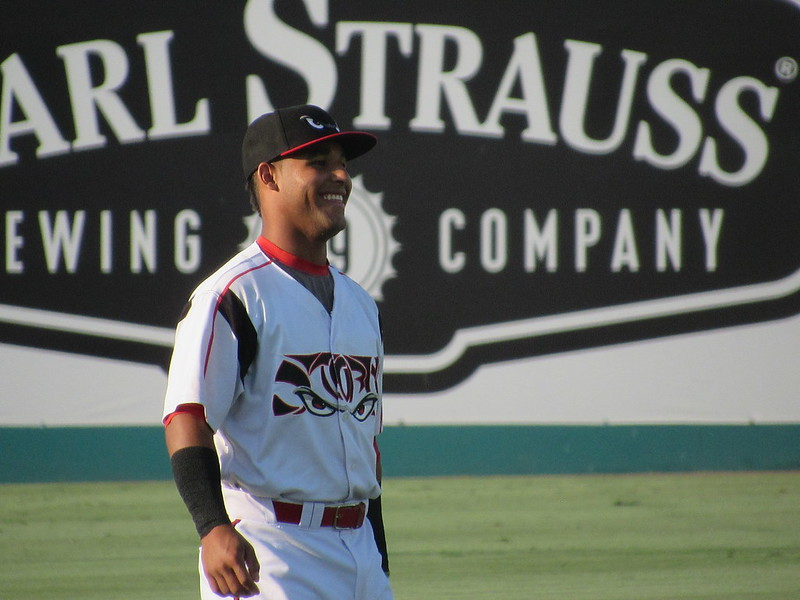 Padres prospect Euribiel Angeles warms up for the Lake Elsinore Storm