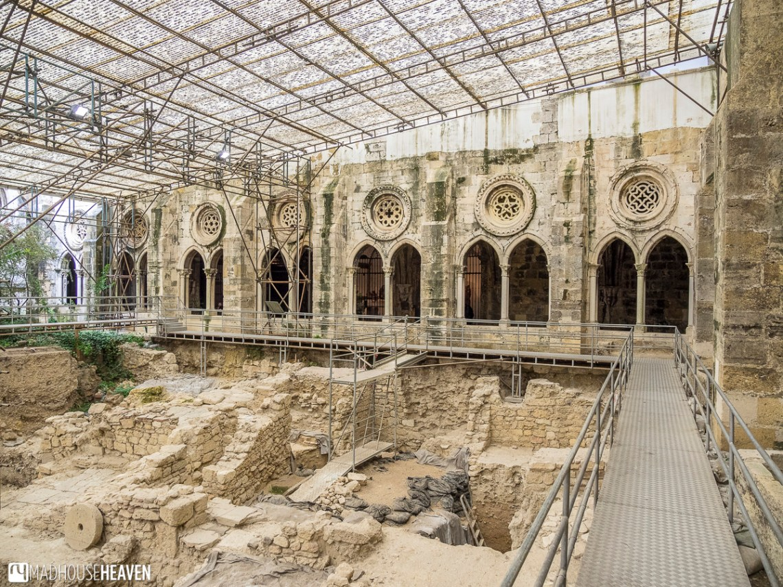 Archaeological dig in the medieval cloisters of the Lisbon Cathedral Lisbon's Architectural History