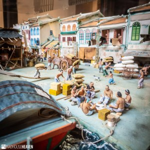 Model shophouses showing what Singapore's Chinatown was like in the past, complete with Chinese coolie workers in the front.