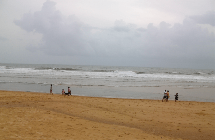 Candolim beach during monsoon.png