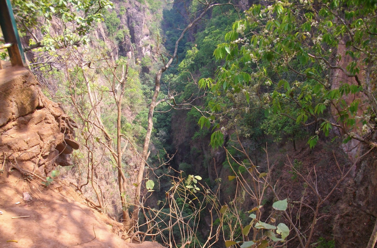 Handi khoh view, Panchmarhi.png