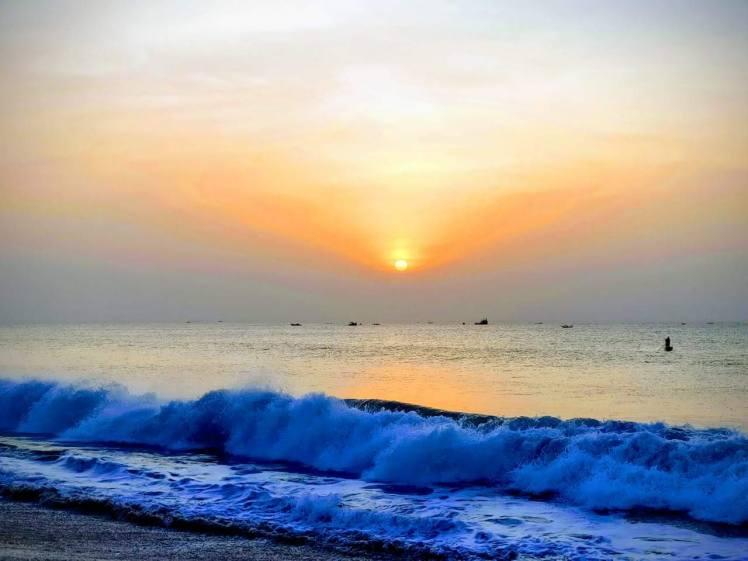 Sunrise, Kalapet beach Pondicherry.jpg